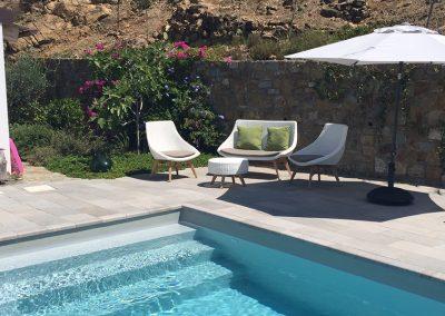 vakantiehuis_casa-relax-zwembad-parasol